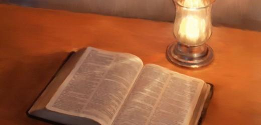 Bíblia aberta c lampião ao lado