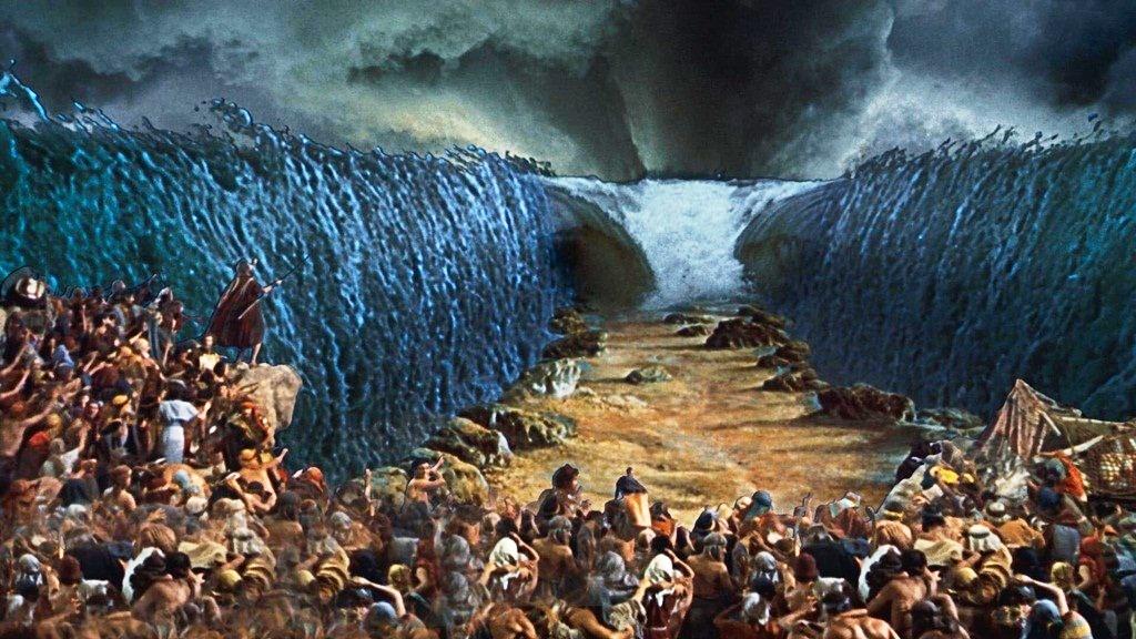 moisés ergue o cajado em direção ao mar vermelho biblia com br