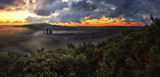 corfe_castle_mist_dorset_united_kingdom-wallpaper-960x640